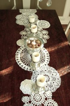 old doilies together make a table runner (looks like snowflakes!) – Would be great for christmas with a red tablecloth underneath @ DIY Home Cuteness