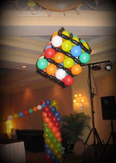 Look at what a great idea we can do with the balloons 90s Party Decorations, Prom Decor, 30th Party, 40th Birthday Parties, Prom Party, Cubes, Prom Balloons, 80s Theme, Rubik's Cube