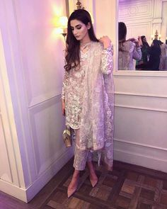 Pakistani Party Wear, Pakistani Wedding Outfits, Pakistani Couture, Asian Party Wear, Simple Pakistani Dresses, Pakistani Dress Design, Kurti Designs Pakistani, Shalwar Kameez Pakistani, Pakistani Clothing