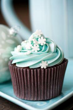 Cupcakes with Sugar Snowflakes