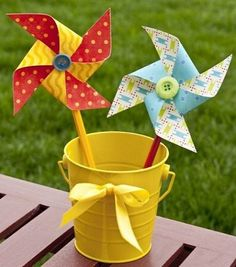 Decorative Paper Crafts: 19 Fun Ways to use Patterned Papers and Cardstock I like the buttons in the middle! Summer Crafts, Crafts For Kids, Decorative Paper Crafts, Ideas Decoracion Cumpleaños, Paper Windmill, Summer Centerpieces, Diy Gift Box, Gift Boxes, Printable Crafts
