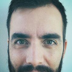 Ad portas de los 34. #me #i #selfie #selfienation #instaselfie #sebamarin #yo #portrait #retrato #green #eyes #greeneyes #beard #cana #instagram #wrinkles #arrugas #instagramers #instacool #age #old #young #edad #instagood #instafollow #instalike #instaguy #34