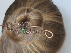 Hair Clip Elven Hair Slide Green Drop Wire by CopperStreetStudios Elven Hairstyles, Unique Hairstyles, Hair Jewelry, Beaded Jewelry, Handmade Jewelry, Jewlery, Hair Accessories For Women, Diy Accessories, Copper Hair