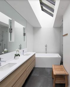 15 Modern Bathroom Mirror Ideas For Your Contemporary Home 2018 Wc ideas Badkamer spiegel Vessel sink bathroom Gäste wc Badezimmer waschtisch Waschtisch diy Wooden Bathroom Mirror, Unique Bathroom Mirrors, Rectangular Bathroom Mirror, Bathroom Mirror Makeover, Big Bathrooms, Modern Bathroom Design, Mirror Vanity, Diy Vanity, Bathroom Vanities