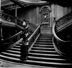 The Grand Stair case in the real Titanic. Literally the most breath taking set of stairs ever. Not the Titanic, this is her sister ship the Olympic. However, the Titanic's Grand Staircase would have been virtually identical. Peopled with ghosts! Rms Titanic, Naufrágio Do Titanic, Titanic Photos, Titanic History, Titanic Movie, Titanic Sinking, Titanic Museum, Grand Stairway, Stairway To Heaven
