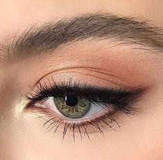 Eyeliner is one of the best type of eye makeup that helps to enhance your eyes and make it look more beautiful. By applying eyeliner you can accentuate your eyes…View Post Makeup Goals, Makeup Inspo, Makeup Tips, Makeup Ideas, Makeup Trends, Easy Makeup, Simple Makeup, Subtle Eye Makeup, Light Eye Makeup