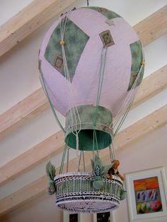 Το ήθελα πολύ, το λαχταρούσα!  Ενα αερόστατο να κρέμεται από την σκεπή της σοφίτας ήταν ότι καλύτερο.  Μου πήρε δυο δεκάδες ώρες. ΝΑΙ.  Με κ...
