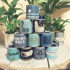 布にもステンシル!お手本にしたいフォントデザインと、やり方総集編 | RoomClip mag | 暮らしとインテリアのwebマガジン Garden Art, Garden Design, Metal Barrel, Metal Containers, Vintage Box, Hanging Baskets, Chalk Paint, Indoor Plants, Planting Flowers