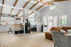 Miete Ferienhaus 1343-N in Harestien 6, Asserbo Danish Interior Design, Loft, Bed, Furniture, Home Decor, Small Shops, Master Bathrooms, Skylight, Tall Ceilings