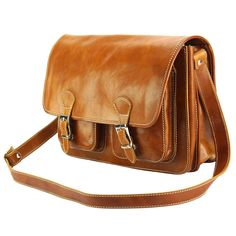 Elegance and practicality are the hallmarks of this bag. Handbags For Men, Briefcase, Italian Leather, Satchel, Leather Fashion, Womens Messenger Bag, Casual, Leather Bags Handmade, Bag Making