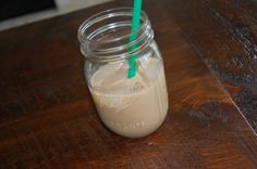 Homemade Starbucks Iced White Mocha-(ok, now I need an espresso machine! Keurig Recipes, Coffee Recipes, Smoothie Recipes, Food Sale Ideas, Iced White Chocolate Mocha, Hot Chocolate, Homemade Frappe, Slim Drink, Non Alcoholic Drinks
