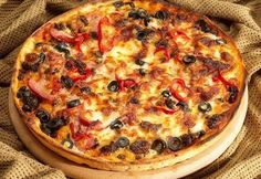 Italian Pizza Fans:You Don't Need To Be In Italy To Eat The Flavor of Italian Pizza - Ask Queen Margherita yourself. I Love Pizza, Good Pizza, Burrata Pizza, Food Tags, Calzone, Stromboli, Tapas Bar, Vegetable Pizza, Italian Recipes