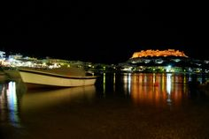 This is the wonderful Haraki in Rhodes, greece. Photo belongs to Vangelis Hatzikelis. Chillout Zone, Rhodes, Opera House, Stuff To Do, Greece, Villa, Building, Travel, Greece Country