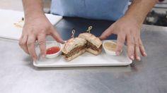 Confira como fazer o Hambúrguer Especial de Cordeiro com Maionese de Tangerina com o Chef Alexandre Vicki do Plaza São Rafael Hotel e Centro de Eventos, de Porto Alegre. #como fazer, #receita, #hambúrguer, #cordeiro, #plaza