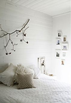 simple bedroom. I love this!!!!