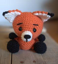 Make this cute crochet fox amigurumi with Vanna's Choice!