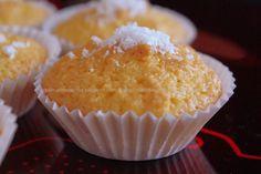 Coconut Cupcakes / Bolinhos de Coco