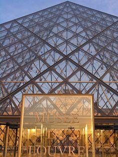 Paris - Louvre Museum Fantastic!