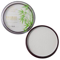 Η Bamboo Powder with Silk από την Constance Carrol είναι μία διάφανη πούδρα σε pressed μορφή, ιδανική για να διατηρήσετε ματ την επιδερμίδα σας και να σετάρετε το μακιγιάζ σας! Εμπλουτισμένη με μετάξι, ενυδατώνει το δέρμα ενώ η σύστασή της με bamboo χαρίζει βελούδινο και φυσικό look! Η Constan