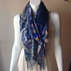 Finally! Scarf weather! #fallstyle #perfectscarf #goldieson4th