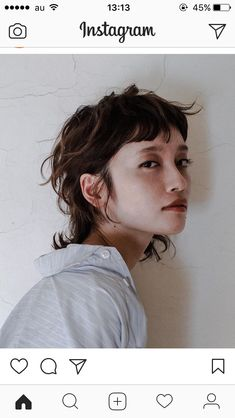 I love this for a long shag style The post I love this for a long shag style appeared first on Aktuelle. Mullet Haircut, Mullet Hairstyle, Haircut Style, Short Shag Hairstyles, Hairstyles With Bangs, Hair Inspo, Hair Inspiration, Long Shag, Corte Y Color