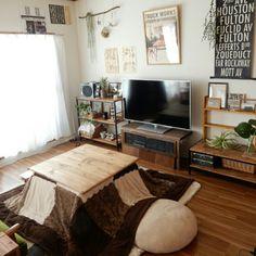 Yukiさんの、Lounge,DIY,ニトリ,こたつ,賃貸,いなざうるす屋さん,TRUCKポスター,テレビボードDIY,ゆぴのこさん,こたつ天板DIY,もちもちクッションについての部屋写真