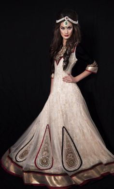 beautifulsouthasianbrides:  Outfit by:Kajal's Couture