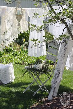 Need! Line drying linens...can almost smell the freshness and feel the crispness in the fabric. Love!!