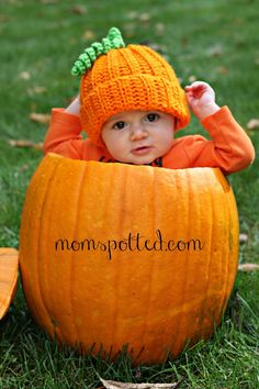Baby + Pumpkin = Adorable Baby Photography #baby #photography #fall