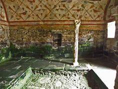 Arte Paleocristiano. Bóveda de Santa Eulalia en Bóveda (Lugo). Siglos III/IV. Representaciones de aves, motivos vegetales y flores. En el mundo romano las aves eran representaciones de las Sibilas. se cree que la iglesia fue un templo a la diosa Cibeles.