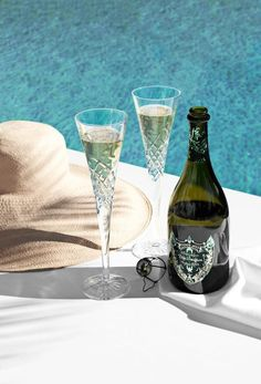 No matter what time it is, Dom Pérignon is a good idea. Champagne Brands, Champagne Toast, Dom Perignon, Veuve Clicquot, Beach Trip, Beach Travel, Art Of Living, Luxury Lifestyle, Flute