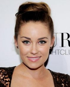 LAUREN CONRAD + CHUNKY TOP KNOT / #fashion #hairstyles