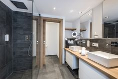 Badezimmer in der PURADIES Private Spa Suite (Wolke 7). #puradies #wolke7 Spa, Double Vanity, Bathtub, Bathroom, Chalets, Bath Room, Bathing, Homes, Haus
