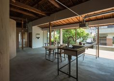 Tato Architects updates a house with a curved plywood interior Small Loft Spaces, Plywood Interior, Traditional Japanese House, Curved Walls, Concrete Wood, Tonne, Ceiling Design, Kitchen Interior, Interior Architecture