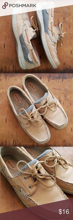 Women's boat shoes Women's Maui Island boat shoes in excellent condition! Size 8  Bundle for a discount! Always fast shipping!! Shoes
