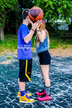 Sasha Bianca Photography | Portraits | Portrait Photography | Couples Photography | Couples Photo| South Florida Photographer | Outdoor Photo shoot | couple's basketball photoshoot -kissing