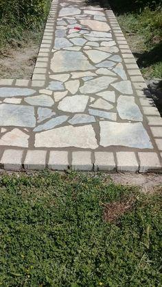 This amazing photo is certainly a formidable design theme. Backyard Walkway, Outdoor Walkway, Backyard Patio Designs, Small Backyard Landscaping, Yard Design, Garden Yard Ideas, Lawn And Garden, Garden Paving, Outdoor Gardens