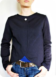 This very simple & elegant jacket could actually be made . . . from an XL men's sweatshirt . . . why not?