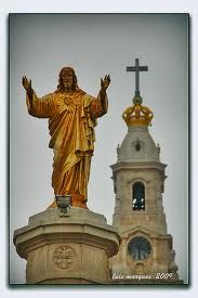 Golden Statue of Christ with Crown on top of Basilica of the Rosary behind. Cathedral Basilica, Camping Gifts, The Beautiful Country, Place Of Worship, Park City, Statue Of Liberty, Catholic, Portugal, Road Trip