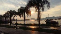 Belo pôr-do-sol na Baía de Porto Belo. Foto de Soraya Montanari