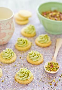 Buttery and crunchy pistachio cookies with pistachio butter cream