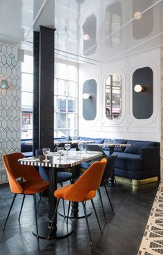 L'Hôtel Panache, dans le IXe, investit un immeuble d'angle où se déclinent l'Art nouveau et le rétro parigot à l'aune d'une nouvelle modernité : motifs géométriques, coeurs percés et miroirs brillants.