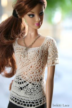 Beautiful chrochet top for Barbie! Inspiration...