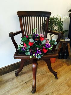 Beautiful combo . Flower & furniture