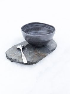 Pentik is an international interior design retailer, who wants to bring northern beauty and cosiness to homes. Bowl Designs, Dark Colors, Ceramic Art, Home Art, Color Schemes, Minimalism, Table Settings, Pottery, Ceramics