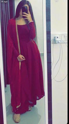 Indian Fashion Dresses, Pakistani Dresses Casual, Indian Gowns Dresses, Dress Indian Style, Pakistani Dress Design, Indian Designer Outfits, Indian Outfits, Party Wear Indian Dresses, Pakistani Fashion Casual