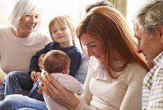 Até pelo menos os dois meses de vida, quando as crianças ainda não tomaram vacinas, é importante se precaver para evitar a transmissão de doenças. Saiba como agir com amigos e familiares para proteger o seu filho