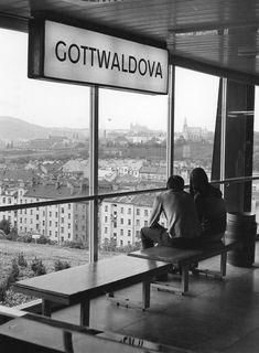 Dnešní stanice pražského metra Vyšehrad z roku 1974 Prague Photos, Heart Of Europe, Wish You Are Here, History Photos, Bratislava, Socialism, Old Pictures, Czech Republic, Historical Photos