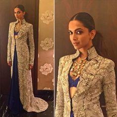 Deepika Padukone | Bollywood Celebrities Looked Damn Good At The 2016 Umang Mumbai Police Show