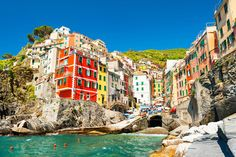 18 atemberaubende Orte, die du niemals in Europa erwartet hättest Cinque Terre, Wonderful Places, Beautiful Places, Les Continents, Travel Tags, Reisen In Europa, Destination Voyage, By Train, Europe Destinations